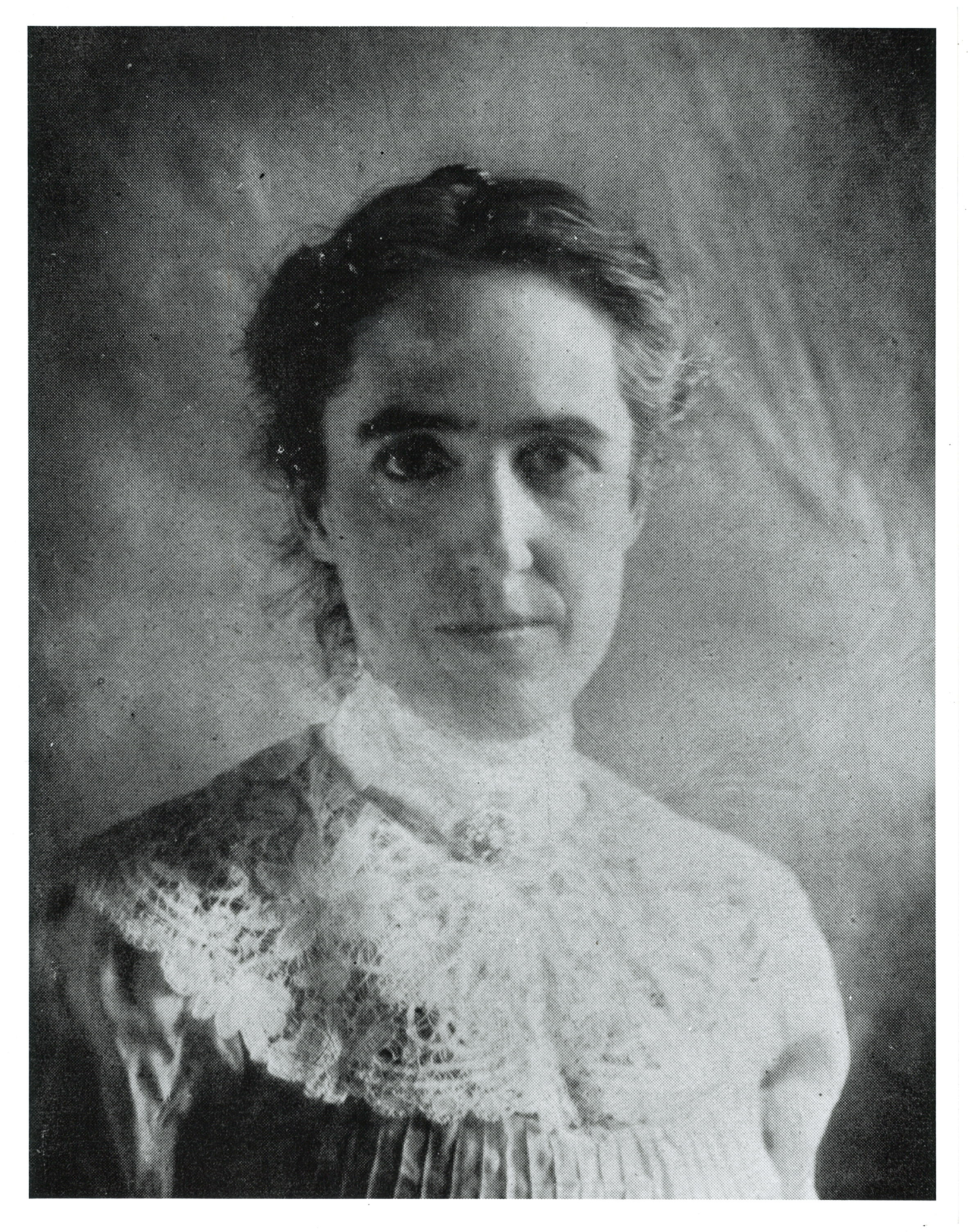 Head-and-shoulders black and white photograph of Henrietta Leavitt, age approximately 30 years old.